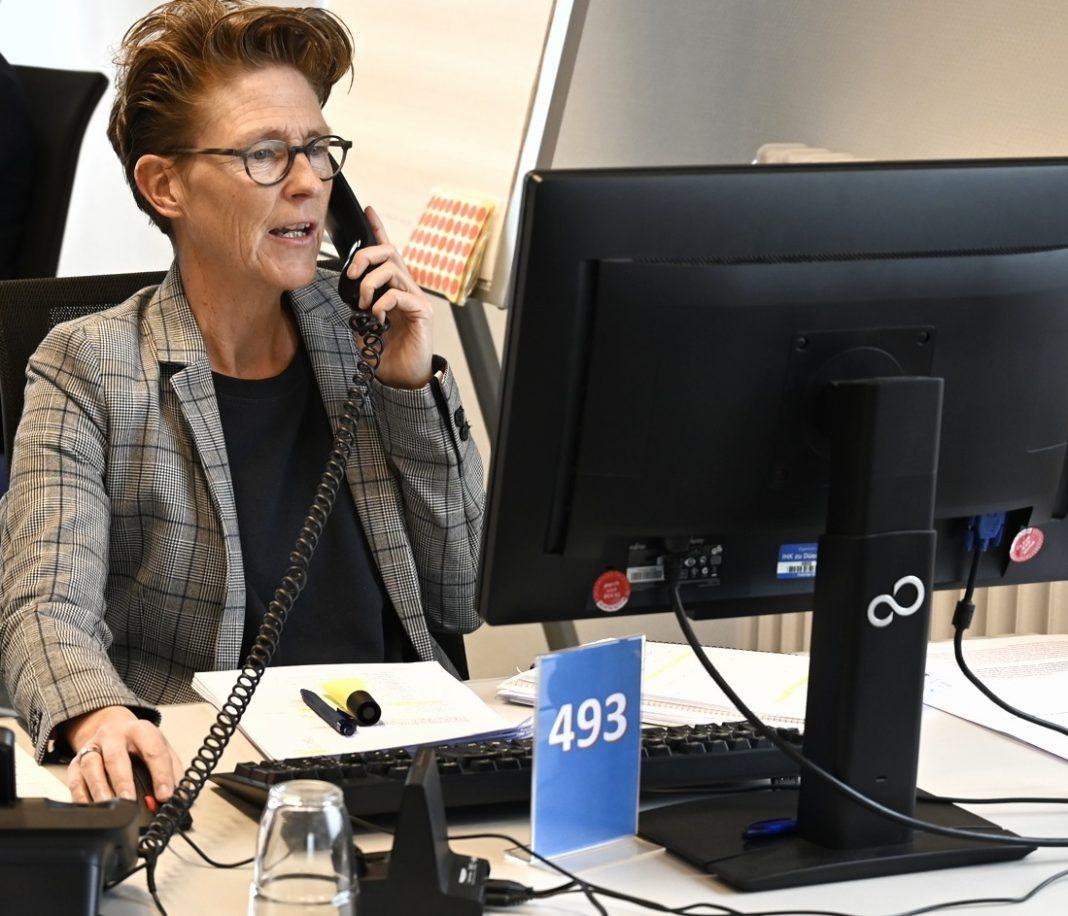 Monika Breuer ist eine der Mitarbeiterinnen der IHK-Corona-Hotline.