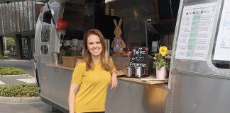 Juniorchefin Carla Stockheim an dem Drive-In, an dem das Unternehmen Stockheim jetzt Gerichte zum Mitnehmen anbietet.